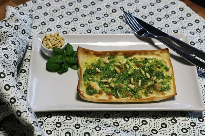 Focaccia al formaggio Pesto e pinoli - Panificio Pasticceria Tossini - Recco