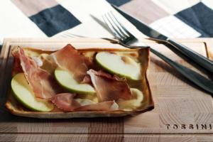 Focaccia al formaggio con mele e speck - Panificio Pasticceria Tossini - Recco