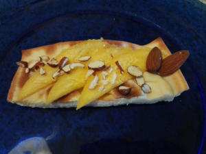 focaccia col formaggio mango e mandorle