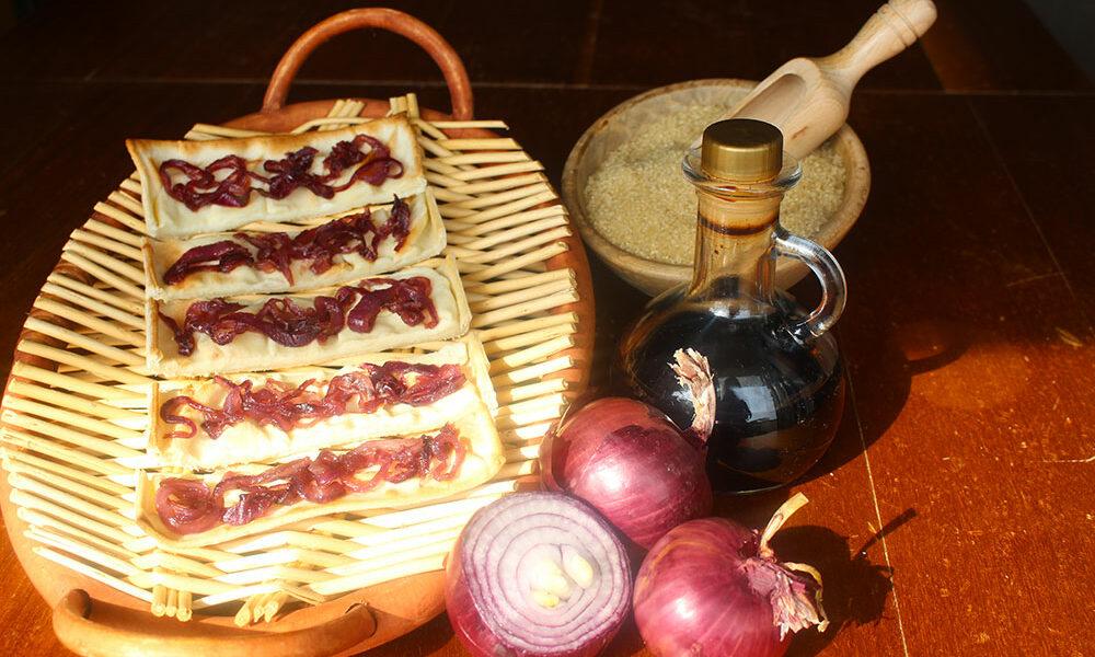 Focaccia col Formaggio alle cipolle rosse caramellate