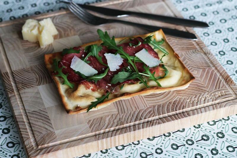 Focaccia al formaggio bresaola e rucola - Panificio Pasticceria Tossini - Recco