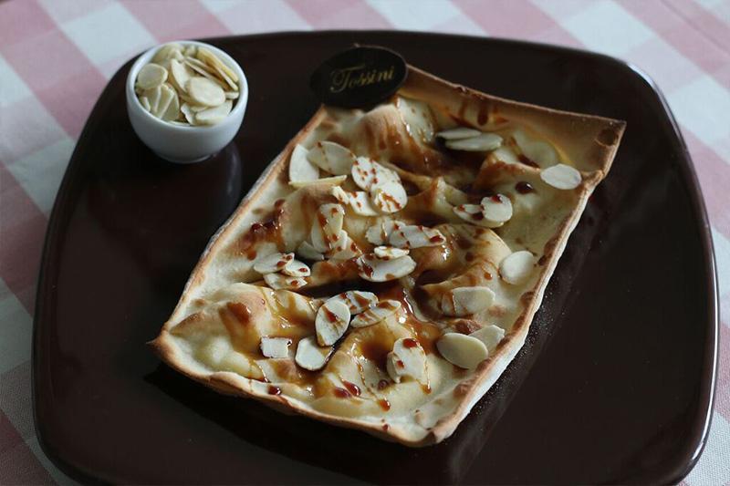 Focaccia al formaggio caramello e mandorle - Panificio Pasticceria Tossini - Recco
