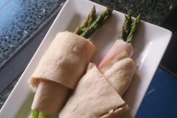 Focaccia al formaggio involtini asparagi e prosciutto cotto - Panificio Pasticceria Tossini - Recco