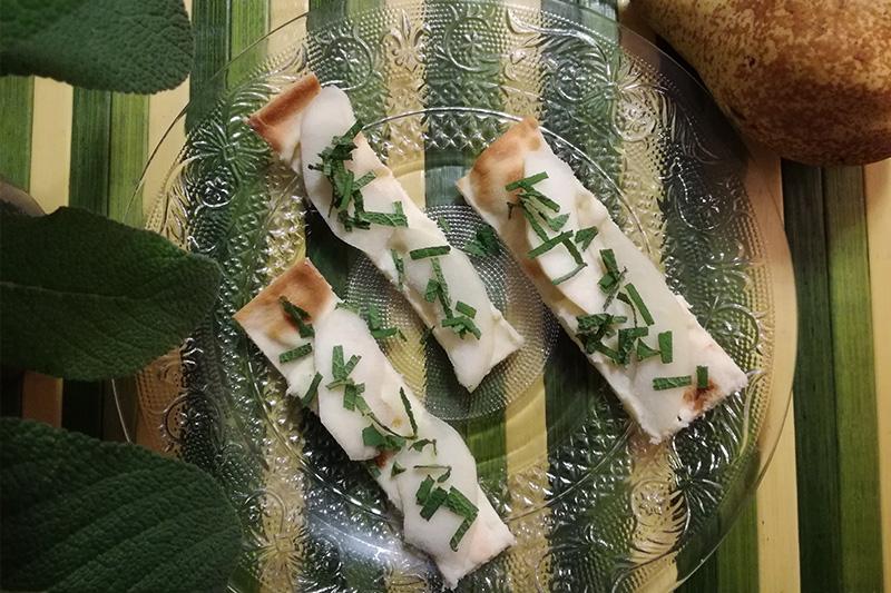 Focaccia al formaggio pere e salvia - Panificio Pasticceria Tossini - Recco