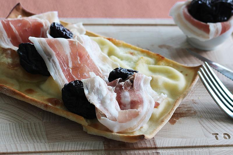 Focaccia al formaggio prugne e pancetta - Panificio Pasticceria Tossini - Recco