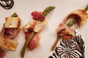 Focaccia al formaggio rotolini con speck e asparagi - Panificio Pasticceria Tossini - Recco