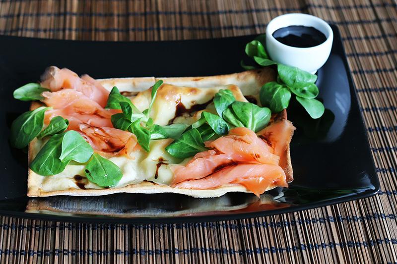 Focaccia al formaggio salmone e songino - Panificio Pasticceria Tossini - Recco