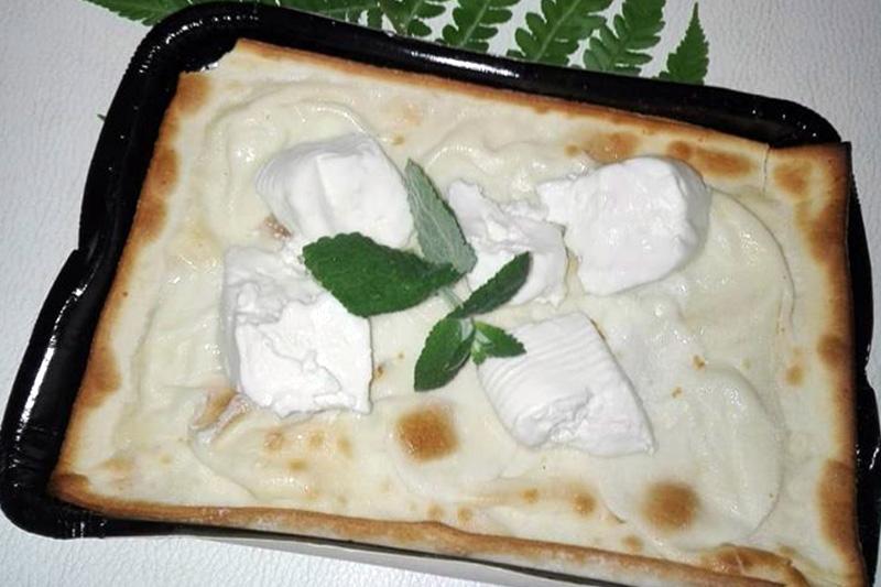 Focaccia al formaggio con stracchino e menta - Panificio Pasticceria Tossini - Recco