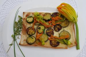 Focaccia al formaggio con fiori di zucchina - Panificio Pasticceria Tossini - Recco