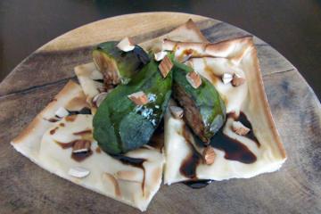 focaccia col formaggio, fichi e mosto cotto - Panificio Pasticceria Tossini - Recco