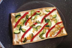 focaccia col formaggio, zucchine e gamberetti - Panificio Pasticceria Tossini - Recco