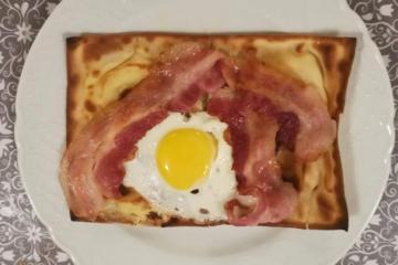 focaccia col formaggio, colazione intercontinentale - Panificio Pasticceria Tossini - Recco