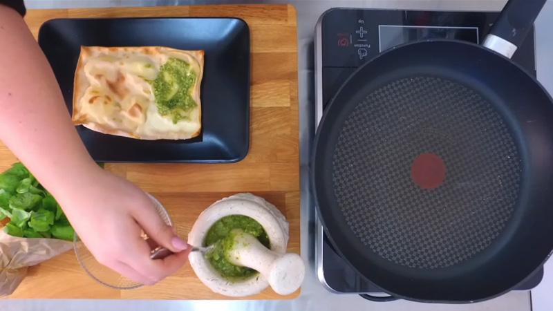 Video ricette: focaccia col formaggio e pesto genovese. Tossini