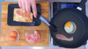 Video ricette: focaccia col formaggio uova e bacon. Tossini