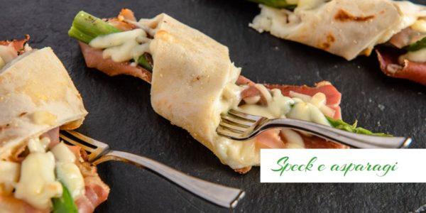 Focaccia col formaggio, speck e asparagi