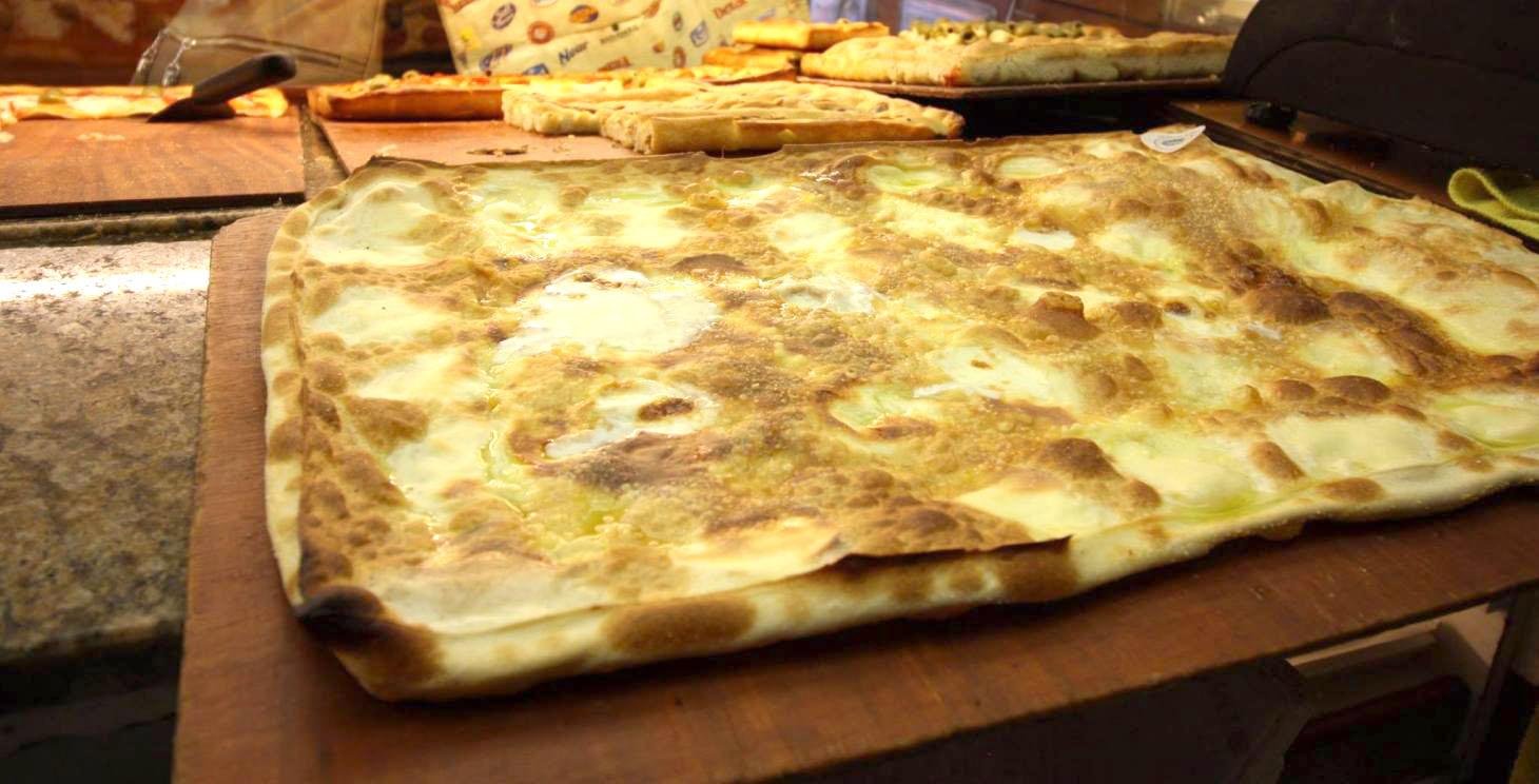 Focaccia col formaggio Tossini Recco