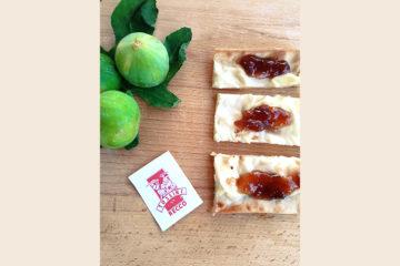 Focaccia col formaggio con marmellata di fichi - dolciguantoni
