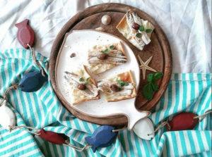 Focaccia col formaggio con acciughe marinate - Ricette Ambassador - Tossini Recco