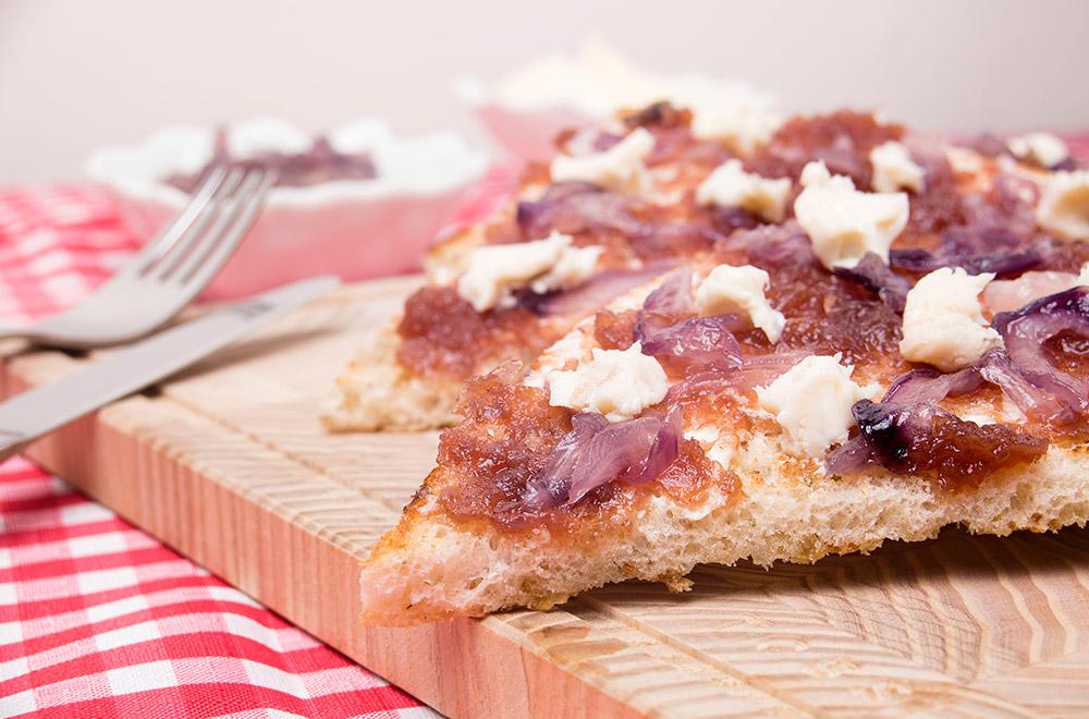 Focaccia al rosmarino con gorgonzola e marmellata di cipolle di tropea o miele, Tossini