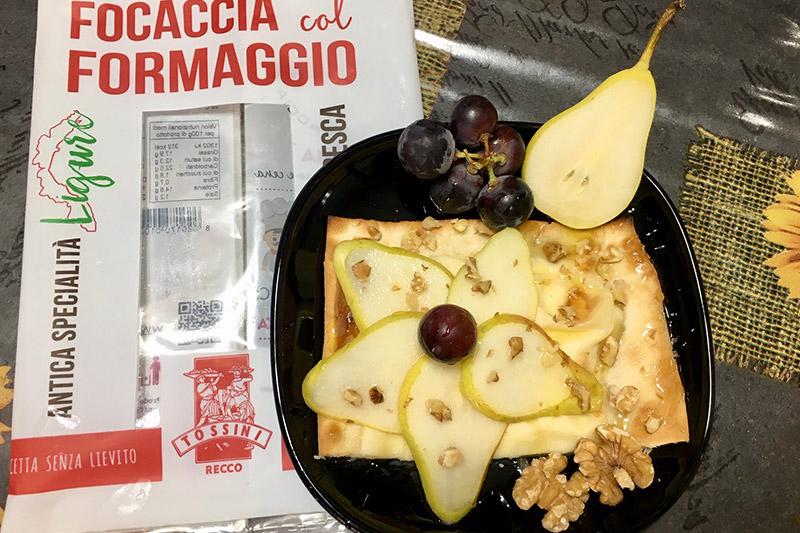 Focaccia col formaggio con uva e pere, Tossini