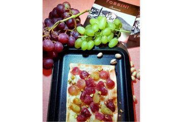 Focaccia col formaggio e uve settembrine - Arzottina - Tossini Recco