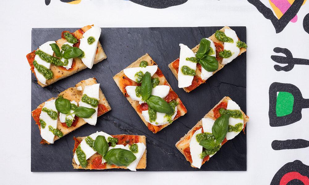 Focaccia con pomodorini, mozzarella e pesto genovese, Tossini
