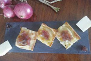 Tossini, Focaccia con salsa senapata alle cipolle rosse