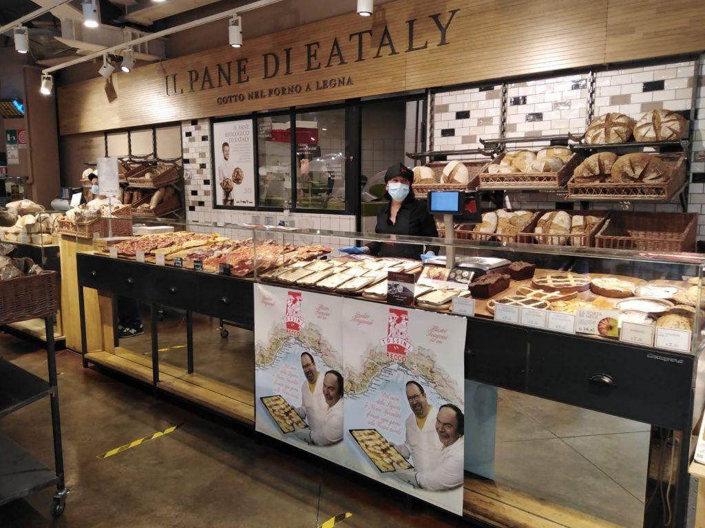 La focaccia col formaggio di Tossini Recco in vendita presso il punto vendita Eataly di Milano